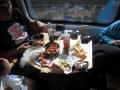 Obžerství ve vlaku do Prahy